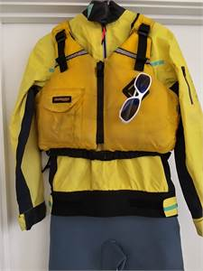 """Sailing SET: Wet Suit *youth* Spray Top & Life Jacket, free sunglasses and base layer"""